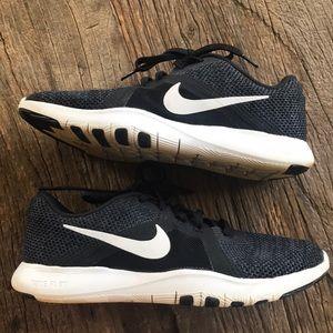 NIKE flex TR 8 training shoe Size 7.5 Black White